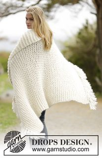 """Knitted DROPS blanket in garter st with 3 strands """"Cloud"""" with fringes. ~ DROPS Design"""