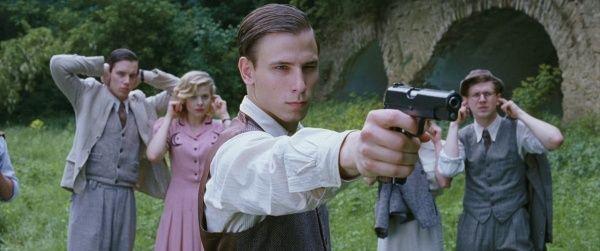 """z filmu """"Miasto 44"""", gentelman gun Vis wz. 35 (600×251)"""