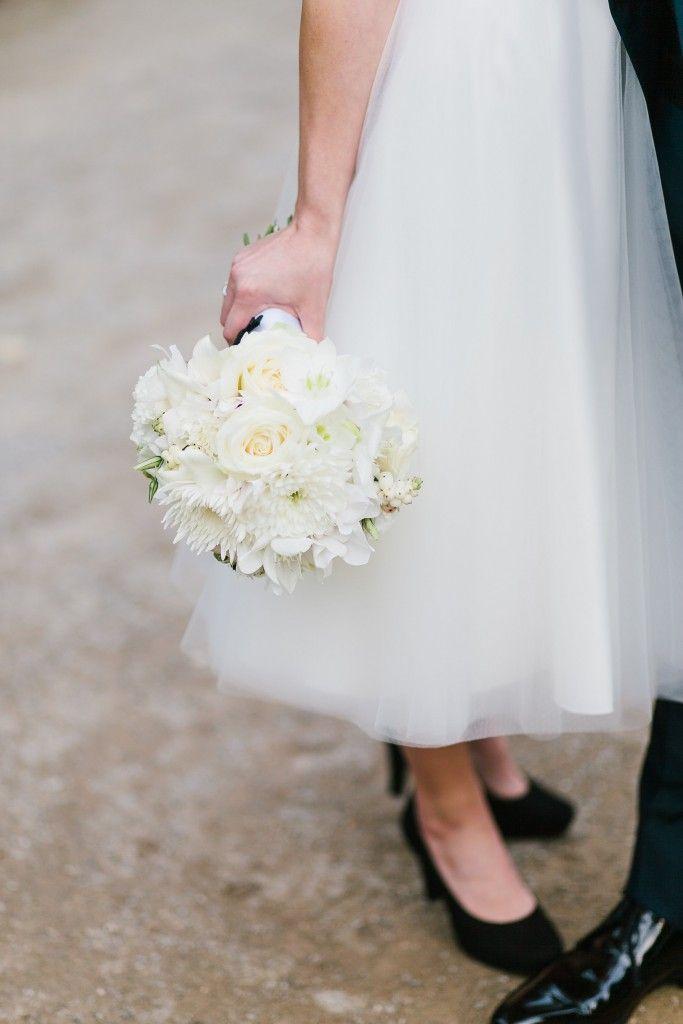 Classic white wedding bouquet Photography: www.jenniferhejna.com