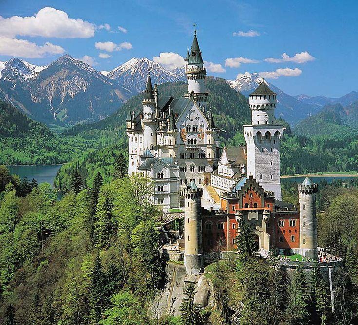 Castelos medievais: Neuschwanstein: grandeza harmônica afagante e ameaçadora