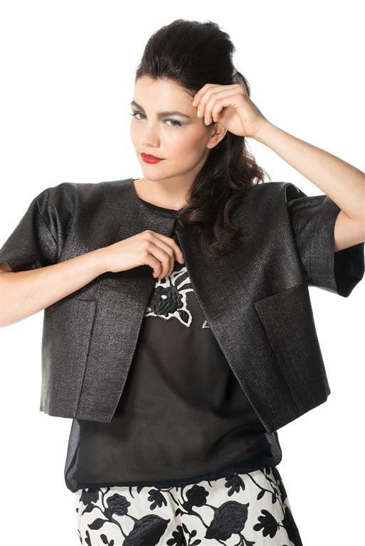 Black jacket in juta fabric.