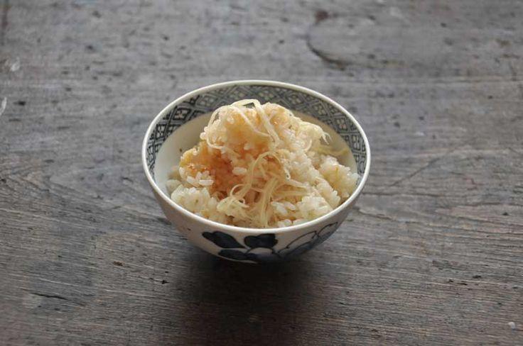 いちばん丁寧な和食レシピサイト、白ごはん.comの『新生姜ごはんの作り方』を紹介するレシピページです。だしをきかせて、たっぷりの新生姜で炊き込みご飯を作ります。新生姜ならではのさわやかなご飯となります。詳しい写真付きですのでぜひお試しください。