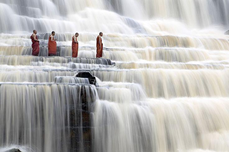 Monks walking and singing in Pongua waterfalls./ Moines marchant et chantant sur les chutes d'eau Pongua. / Danang, Vietnam. / By Dang Ngo.