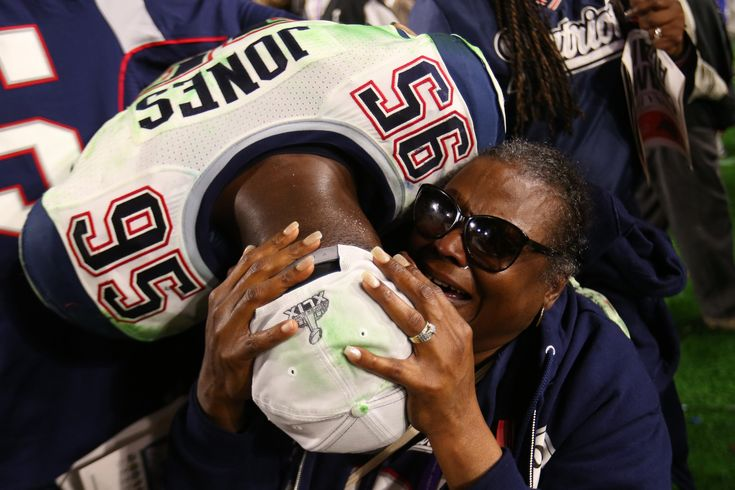 Defensive end Chandler Jones celebrates the New England Patriots' Super Bowl win with his family. (Photo: Chang W. Lee/The New York Times)