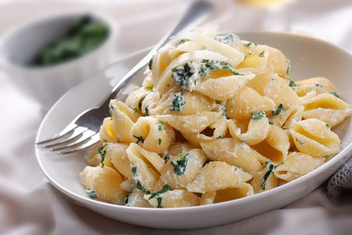 Traditional Italian Shells with Spinach and Ricotta (Conchiglie con Spinaci e Ricotta) | Enjoy this authentic Italian recipe from our kitchen to yours. Buon Appetito!