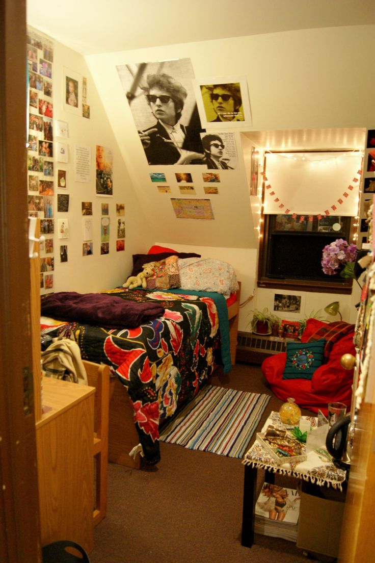 Cute single dorm set up