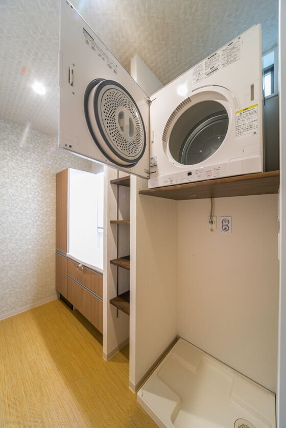 洗面脱衣室右側には大阪ガスの洗濯乾燥機「乾太くん」