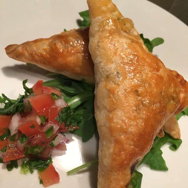 Bladerdeeghapjes met pittig gehakt recept - Recepten van Allrecipes