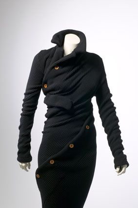 Google Image Result for http://chimerastudio.files.wordpress.com/2010/05/kawakubo-wrap-dresssm.jpg