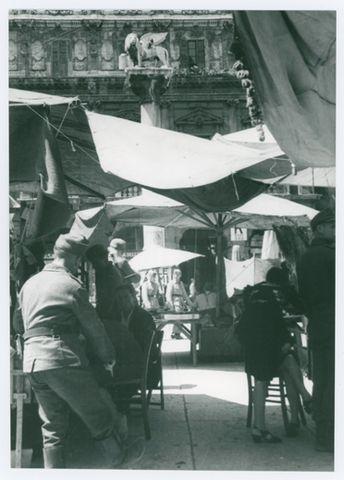 WWII Verona 1944 durante l'occupazione tedesca - piazza Erbe (propaganda Bundesarchiv) - Phaidra – Collezioni digitali | Università di Padova