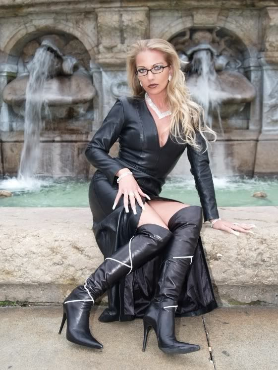 German sh3lly sensual latex glove handjob