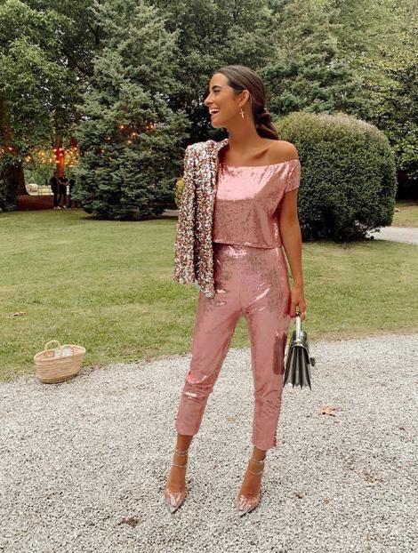 María Fernández Rubíes con lentejuelas Brunch Outfit, Romantic Outfit, Mini Vestidos, Girl Fashion, Womens Fashion, Street Style Looks, Classy Dress, Casual Looks, Party Dress