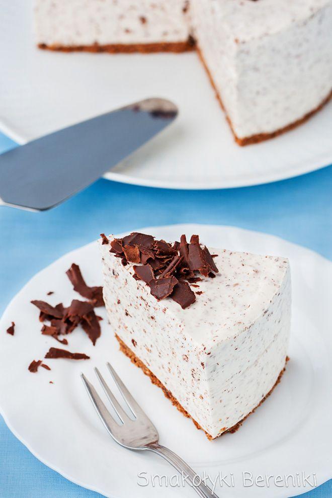 Sernik z kawałkami czekolady