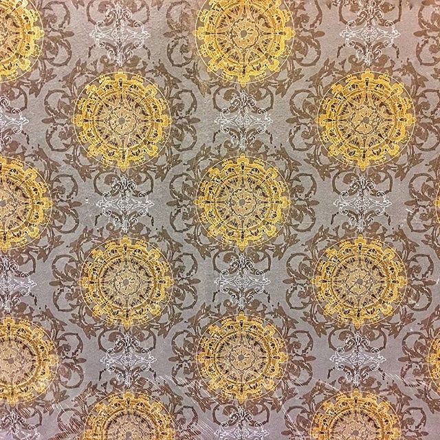 When You Have Meetings In Meetingrooms With Glamorous Wallpaper You Are Bound To Get More Accomplished Taking Glamorous Wallpaper Hotel Decor Hotels Design