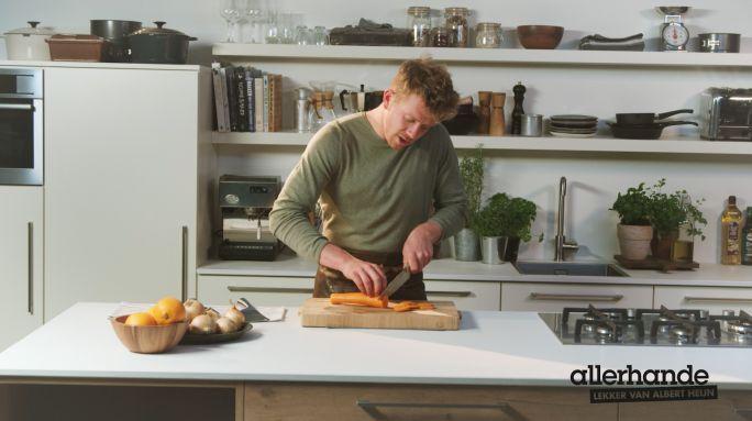03:30 Zonder messen geen eten op tafel. Zo simpel is het. En met de volgende stalen basistips wordt het snijden met die messen minstens zo simpel! En veilig. - recept - Allerhande