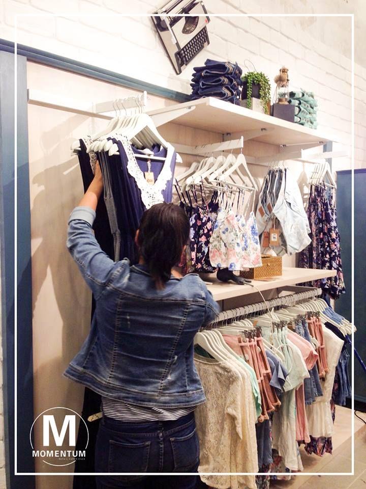 Facilitamos el proceso de decisión de compra del cliente.  Información a: info@momentumertail.com.pe