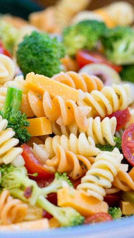 Easy Pasta Salad with Zesty Italian Dressing ~ A summer classic - Easy Pasta Salad packed with flavor and crispy fresh broccoli then marinated with a zesty Italian dressing... Leftovers are the best!