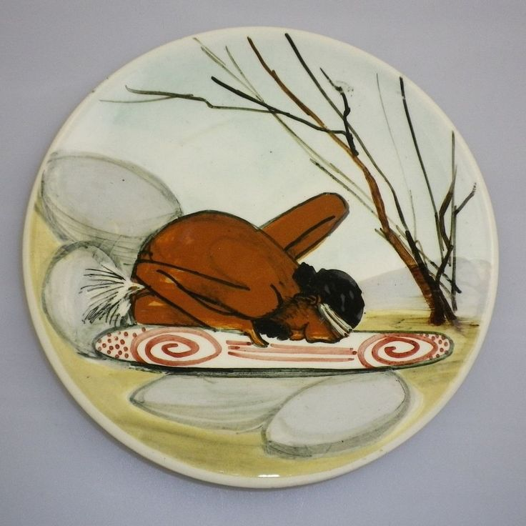 MARTIN BOYD HANDPAINTED DISPLAY PLATE OF AN ABORIGINAL MALE DECORATING A SHIELD