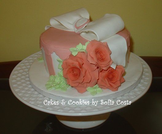 My first Hat Box - by Sofia Costa (Cakes & Cookies by Sofia Costa) @ CakesDecor.com - cake decorating website