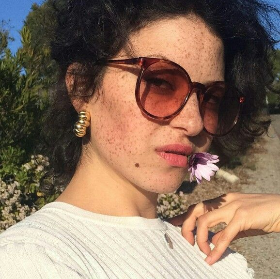Alia Shawkat ~ loving her hair!! probs gunna draw on fake frackles all summer…