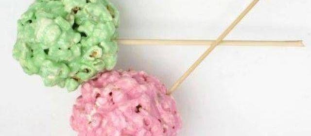 Gekleurde Popcorn-ballen Voor De Kids recept | Smulweb.nl