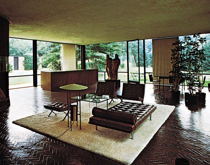 Philip Johnson S Glass House With Mies Chaise And Chairs