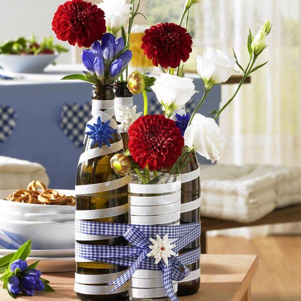 Oktoberfest-Deko zum Selbermachen - 951004-Bierflaschen-als-Vasen-600-60010