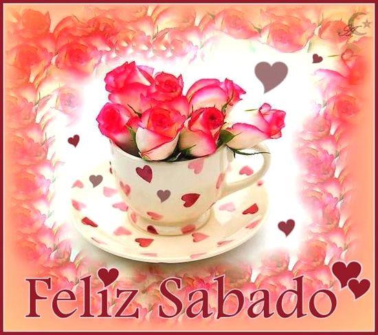 Imagen de una taza con corazones y rosas para desearte un Feliz Sabado