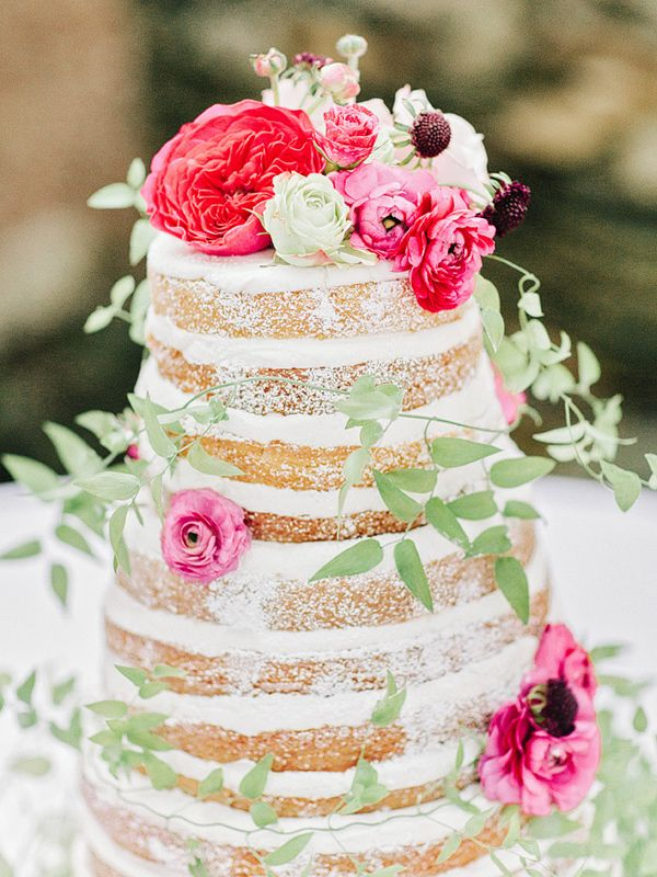 naked wedding cake with pink flowers, photo by Amy Arrington || ネイキッドケーキ