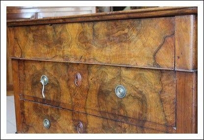 Comò cassettone tre cassetti piano legno Luigi Filippo. Noce e radica . XIX secolo cassettone casse