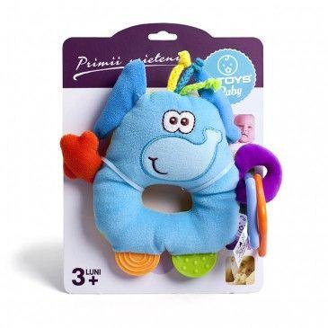 """Jucăria de pluș """"Elefant"""" este un elefănțel versatil confecționat din pluș fin cu forme geometrice din plastic atașate. Piciorușele sunt, de asemenea, alcătuite din semi-cercuri colorate. Elementele din plastic calmează durerea provocată de creșterea dinților, sunt special create pentru a putea fi mestecate de către bebeluș."""