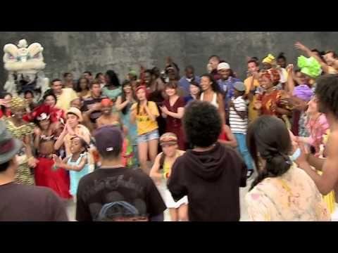 Jugadores de todo el mundo bailan el Waka Waka - YouTube