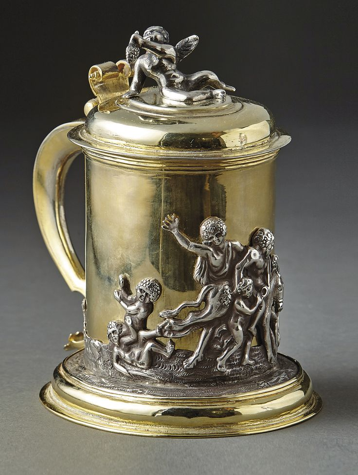 Beaker and cover with Bacchanal. Dessau, 18th century. inside silver and partly gold-plated outside. H. 15cm.