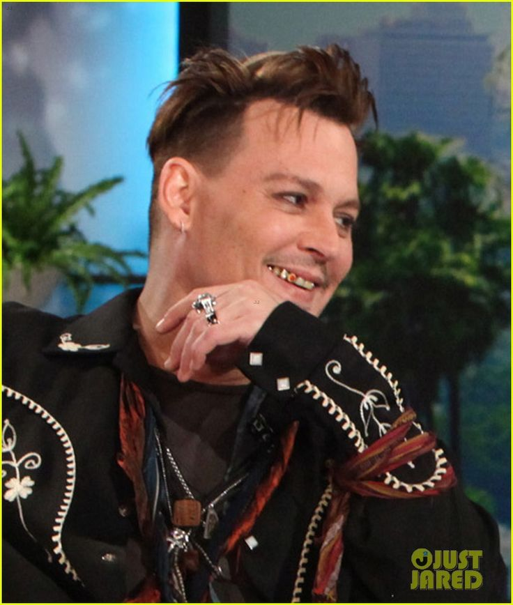 (Note JDs Ruby Tooth) Johnny Depp Has Funny Reaction to Justin Bieber Comparison.