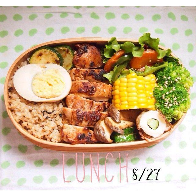 今日の #オットおべんと 。鶏の味噌漬け焼き、ピーマンと人参のきんぴら、味玉、などなど。 #miu_meshi そろそろ寒いから汁物をつけたくなるねぇ…