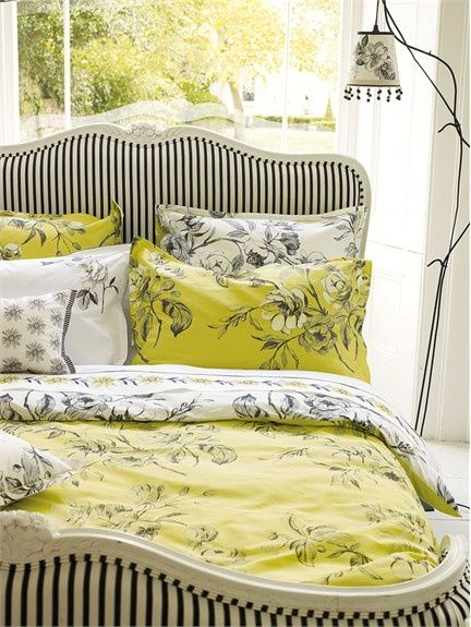 Black and white on its own is classic. Adding a yellow-lime hue creates an art deco feel. If you want your bedroom to look posh, choose this color combination.