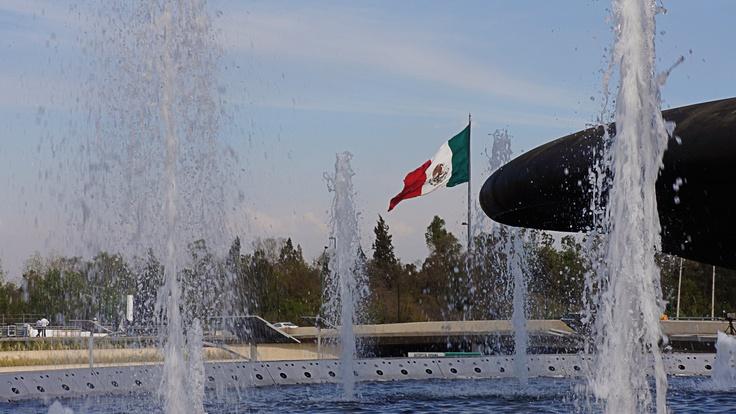 Fuente de Petróleos D.F. México. Fountain spectacular monumental