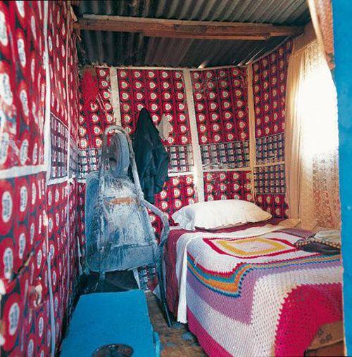 www.ompomhappy.com bedrooms of South African shacks #eco #interiors #interiordesign #design #homes #bedroom #eclectic #shacks #bohemian #ompomhappy #CandJuskus #DanJuskus