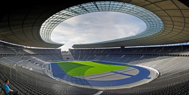 * Olympia Stadion *   Inauguração: 1936. Capacidade: 74.475 lugares. Proprietário: Olympiastadion Berlin GmbH. Mandante: Hertha BSC. Localização: Charlottenburg-Wilmersdorf. Berlin, Deutschland.