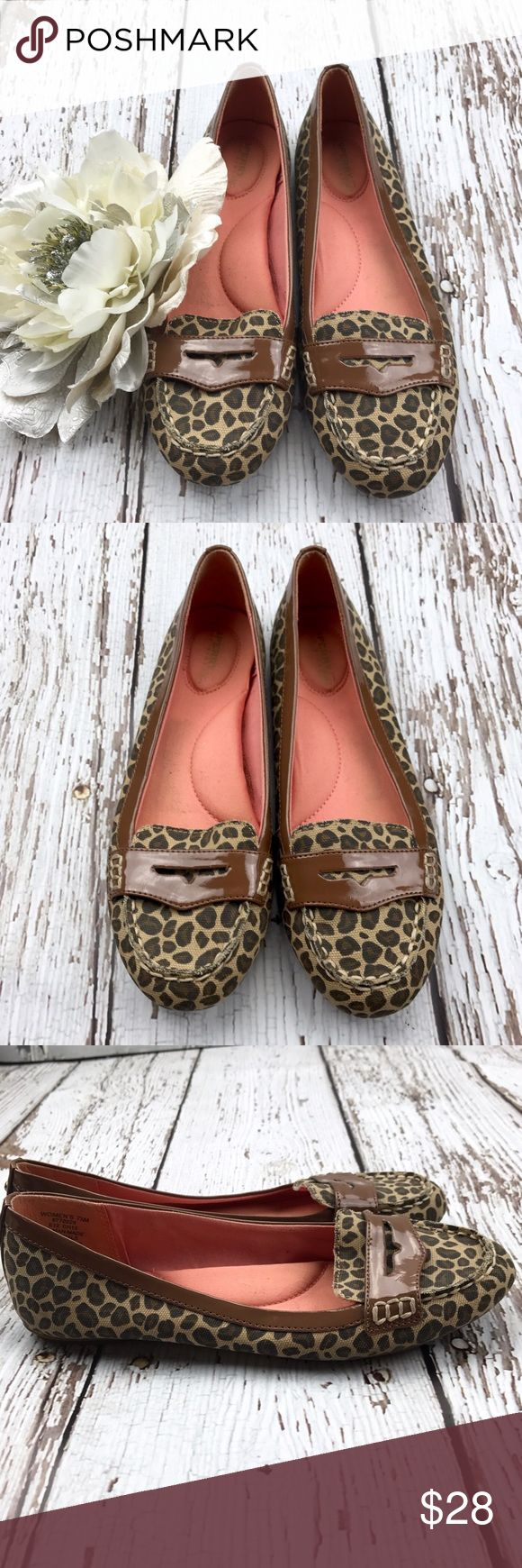 💕SALE💕 Sperry Top-sider Loafers Amazing 💕 Sperry Topsider Loafers with added arch support Foam insoles for super comfort these beauties can be worn all day and still feel great!! Sperry Top-Sider Shoes Flats & Loafers