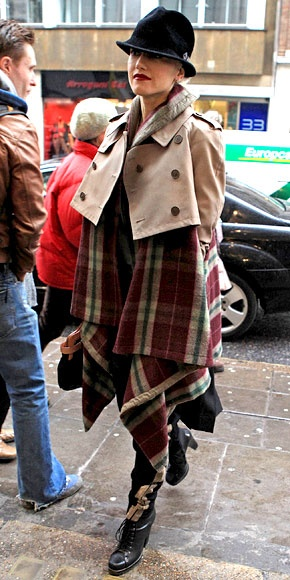 Gwen Stefani- I would sell a kidney for this trench