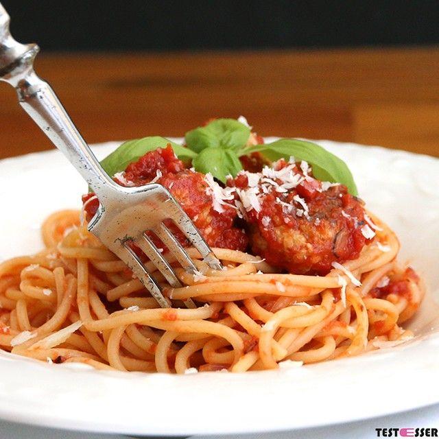 Heute verrate ich im Blog eines unserer Lieblings-Familienrezepte. Perfekt wenn man (Mutter ) mal wieder zu viele Fleischbällchen/-laibchen gemacht hat. Sie lassen sich ganz toll nochmals zu einem köstlichen Gericht verwandeln. #food4kids #kinderessen #fleischlaibchen #fleischbällchen #foodgasm #foodpic #instafood #foodies #foodie #foodshot #foodstagram #instafood #photooftheday #picoftheday #testesser #graz #steiermark #austria #igersgraz #grazblogger #blogger_at #instagraz #grazerblogger