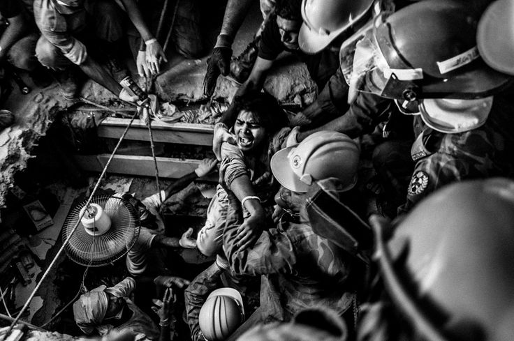 2014, Spot News, 3rd prize stories, Rahul Talukder, Bangladesh COLLAPSE OF RANA PLAZA A rescued worker screams at the first sight of light after being trapped for 73 hours inside the rubble.