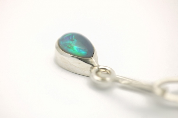 Sterling silver chain with bluegreen tourmaline pendanttotal length: 46cmtotal width: 8mm (approx.)