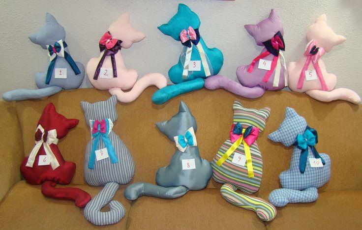 Lindos cojines con forma de gato hecho a mano gatos - Cojines pintados en tela ...