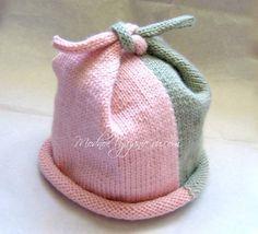 Шапочка двухцветная спицами Top Knot Hat - Модное вязание