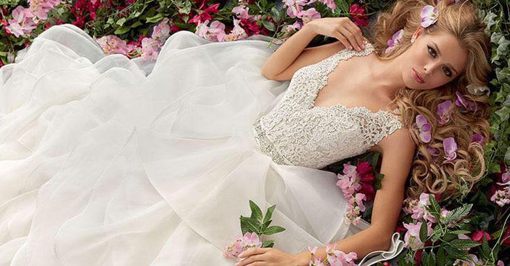 Alegerea rochiei de mireasa este pe cat de usoara pe atat de emotionanta si minunat!!! Alege rochia potrivita care sa te faca sa arati si sa te simti