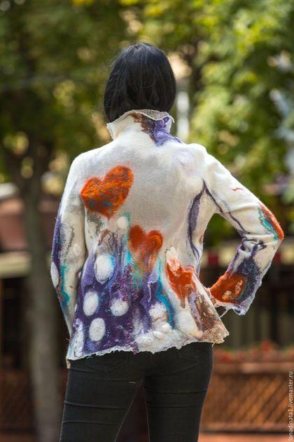 Купить или заказать Куртка валяная 'Счастливое сердце' , одежда из войлока, валяние, нуно в интернет-магазине на Ярмарке Мастеров. Легкая курточка с необычным рисунком ! Для весны , прохладного лета и золотой осени! Ваше сердце всегда будет радоваться, когда Вы будете чувствовать уют и тепло даже в ненастную погоду!. Кто сказал, что одежда должна быть темной? Яркие сердца всегда будут Вас согревать! Цена куртки 250 долларов , вне зависимости от курса рубля +…