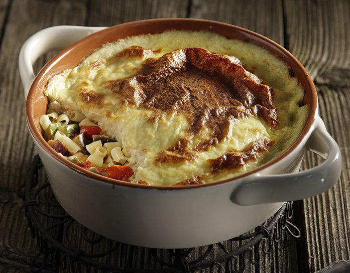 Aki's lenten Pasticio   Σε μια κατσαρόλα σε δυνατή φωτιά σοτάρουμε τα κρεμμύδια μαζί με το σκόρδο για 2-3 λεπτά. Στη συνέχεια προσθέτουμε τις μελιτζάνες, τις ...