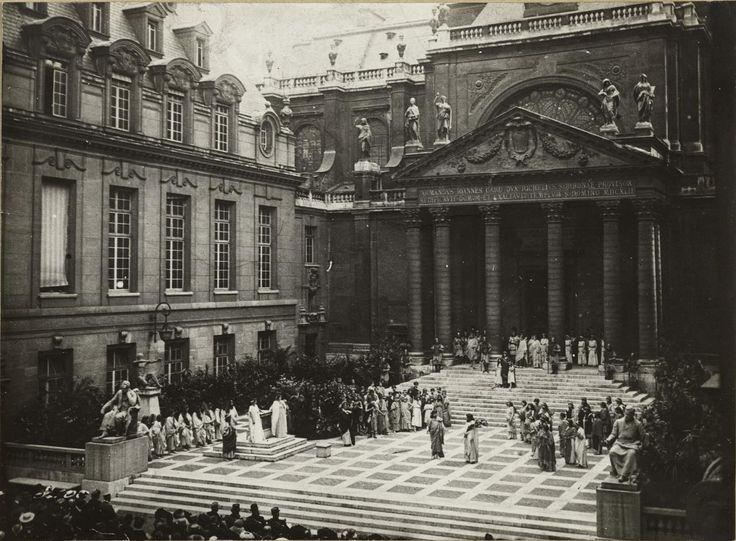 1915. Постановка Царя Эдипа во внутреннем дворе Сорбонны